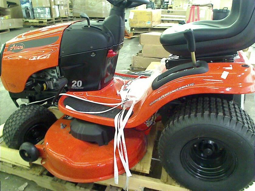 Ariens 20 Hp Lawn Tractor : Ariens in hp briggs stratton front engine