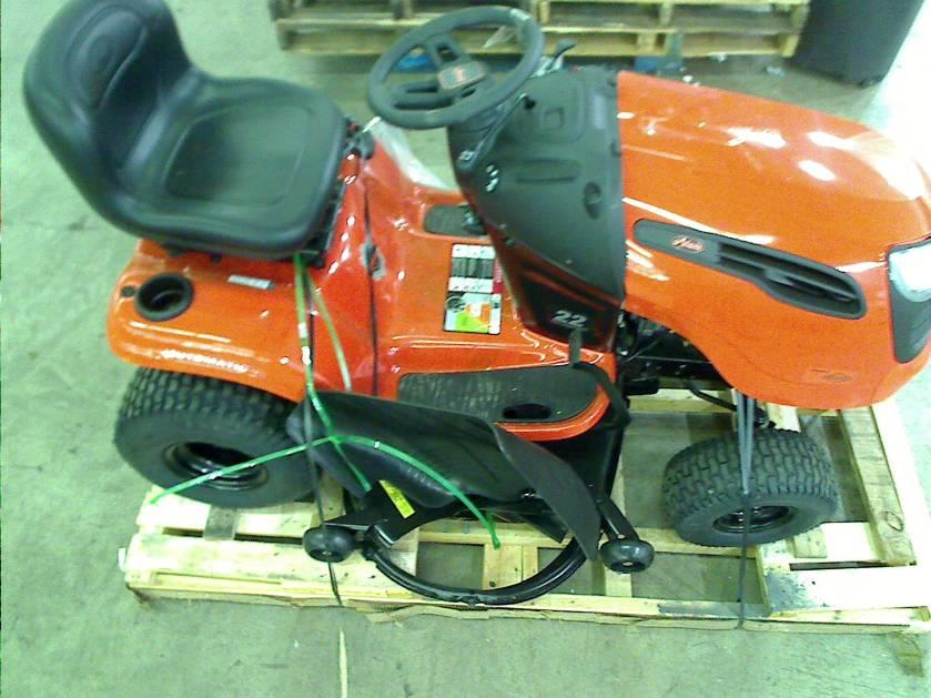 Ariens 20 Hp Lawn Tractor : Ariens riding lawn mower in hp briggs stratton front