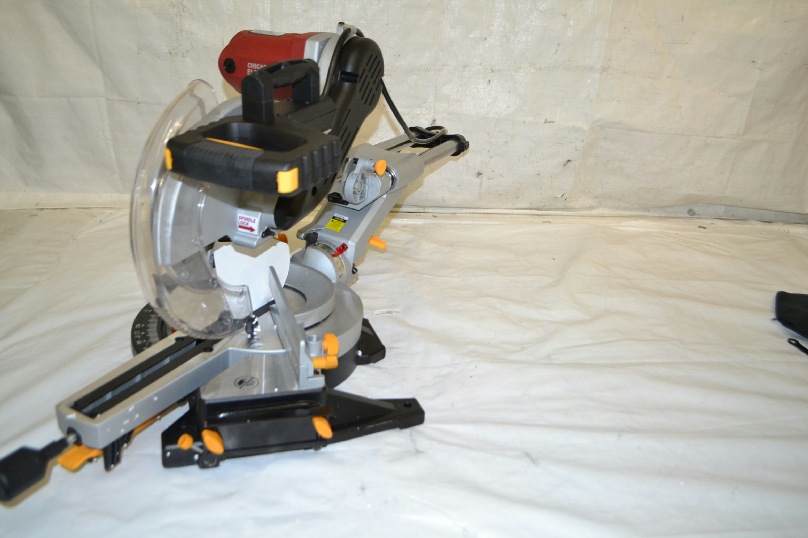 compound miter saw with laser guide